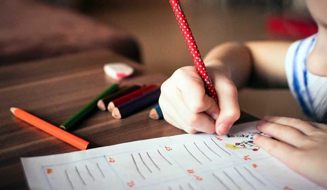 Como os pais podem contribuir na escola?